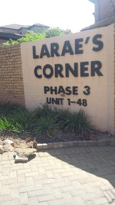 Townhouse For Sale in Birchleigh, Kempton Park